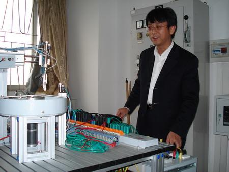 电路板,建立了电力拖动实习室三间150套;机床线路实习室一间13台套